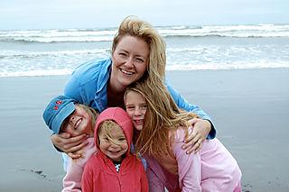 Long beach 08 mom and girls1