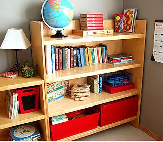 Homeschool classroom bookshelf1