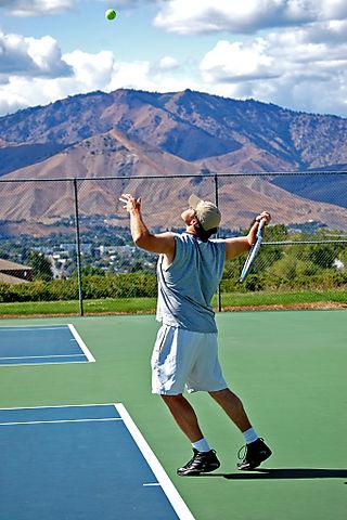 Tennis carl's serve1