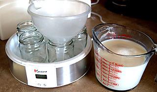 Yogurt filling jars1