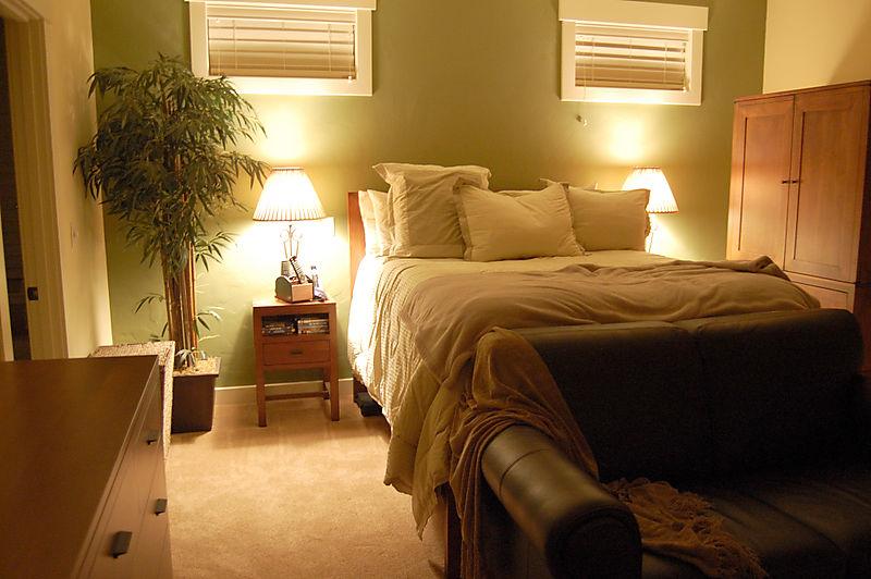 Dad's bedroom01