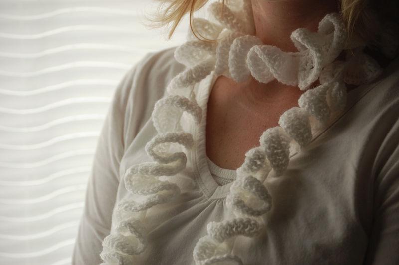 Twirly scarf01