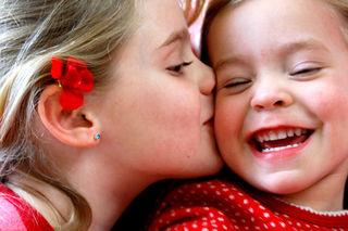 Funny valentines emma and laurel smooch cheek2009-02-10