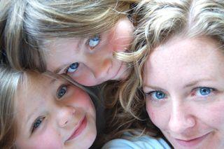 Hannah mom and emma2009-05-04