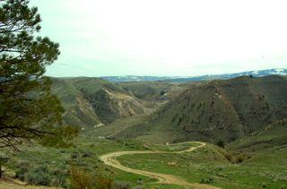 Saddlerock winding path2009-04-18