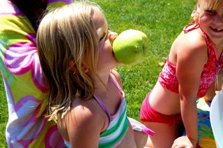 Hannah b-day apple2009-06-18