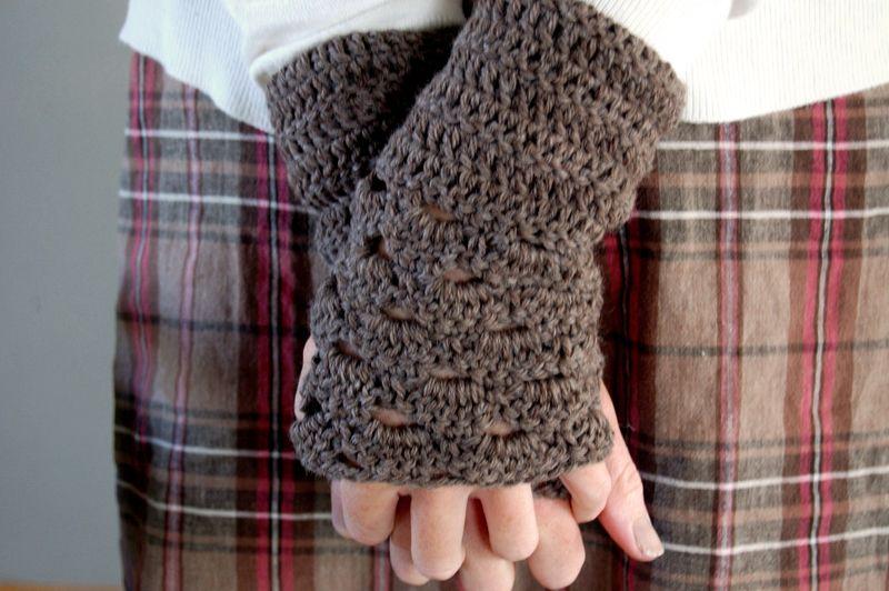 Fan edged gloves2009-08-25