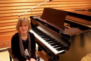 Emma piano recital 092009-12-10