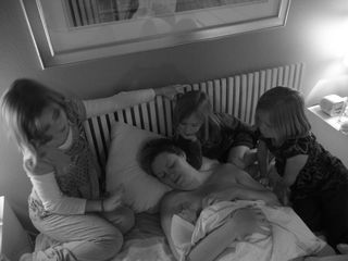 Ian's birth girls on bed