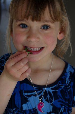 Laurel eats kale chips