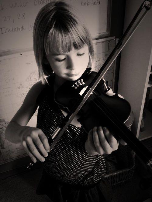 Laurel violin b:w