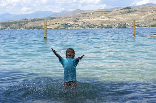 Lake chelan- splashing