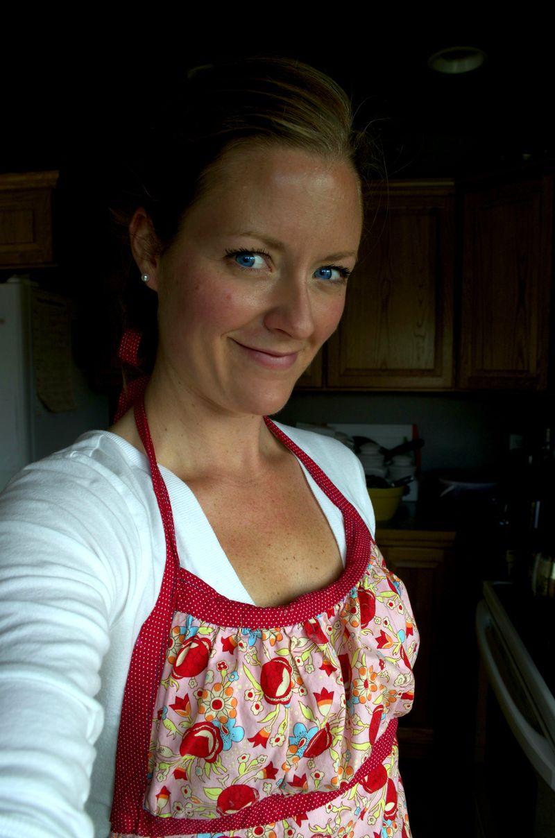 Making jam apron 2