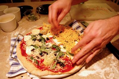 Friday_pizza_night_making1