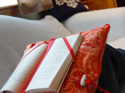 Reading_pillow_sitting1