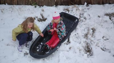 Spring_snow_girls_playing1